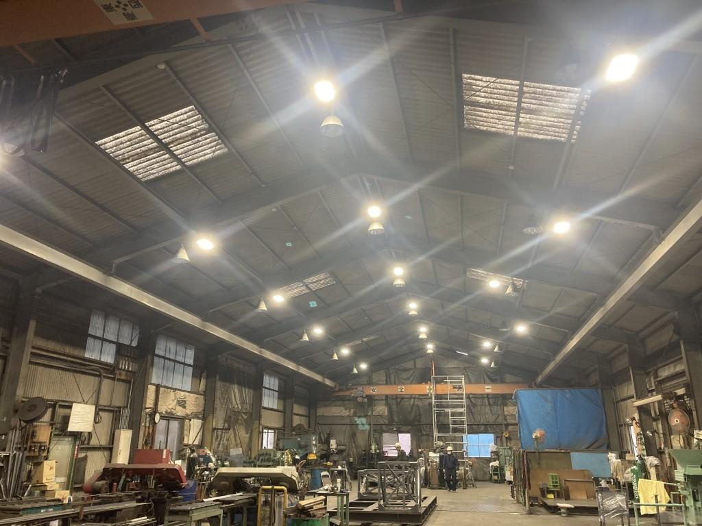 事業所内全ての照明をLEDに交換しました
