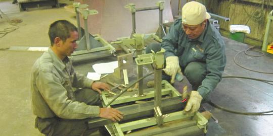 大丸製作所 金属パレット制作風景